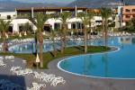 Anteprima piscina e esterno camere Nicolaus Club Otium Resort