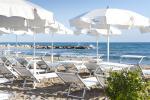 Anteprima spiaggia lettini ombrelloni Nicolaus Club Ostuni Rosa Marina Resort