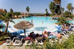 Anteprima piscina lettini e ombrelloni Esperia Palace Hotel