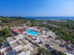 Anteprima villaggio e mare dall'alto nicolaus club messapia resort
