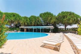 piscina lettini Nicolaus Club Oasis