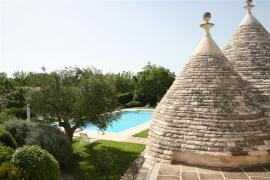 coni e piscina Abate Masseria & Resort