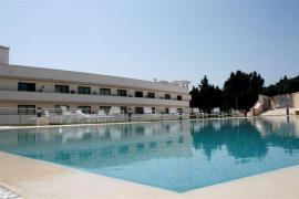 vista della piscina e della struttura