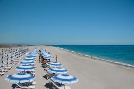 ombrelloni spiaggia Nicolaus Club Aquilia Resort