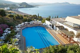 panoramica piscina e struttura Lindos Mare