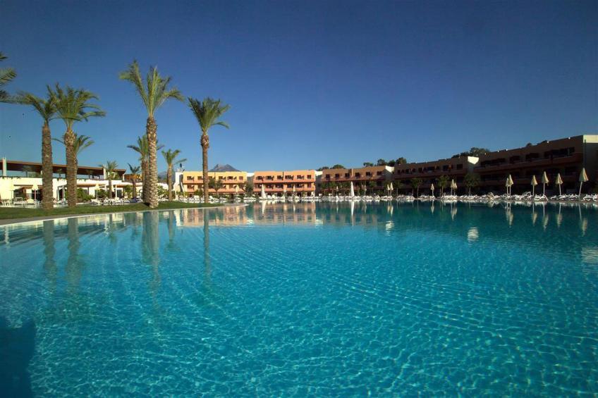piscina lagunare Nicolaus Club Otium Resort