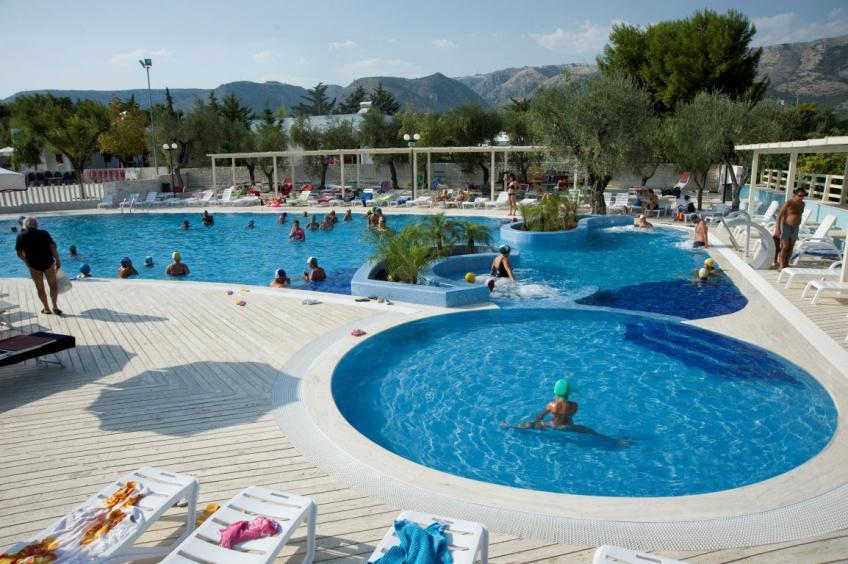 panoramica piscina Baia del Monaco