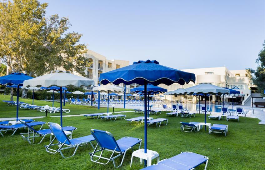 piscina prato ombrelloni nicolaus club dessole lippia golf resort